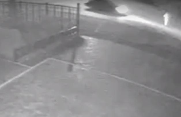 Чёрный седан ночью на 60 лет Октября сбил пешехода и скрылся