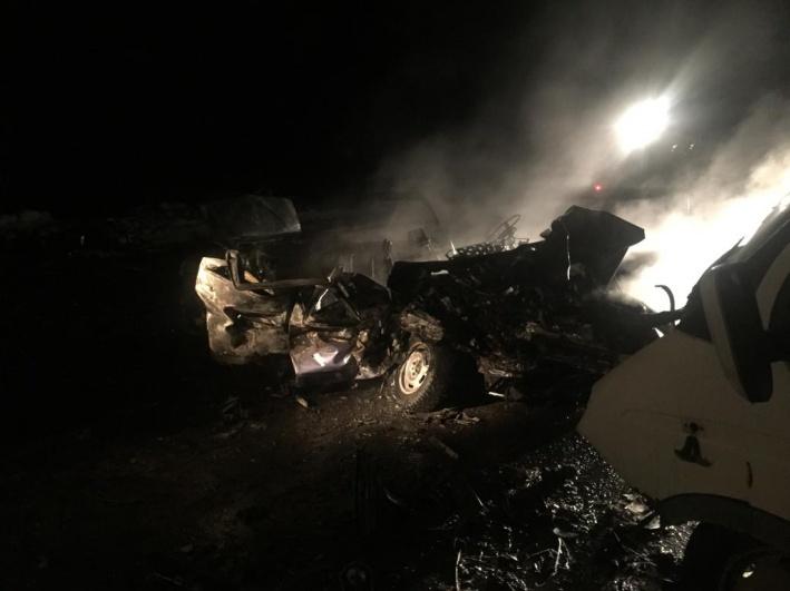 Водитель и двое пассажиров загоревшейся легковушки погибли на месте