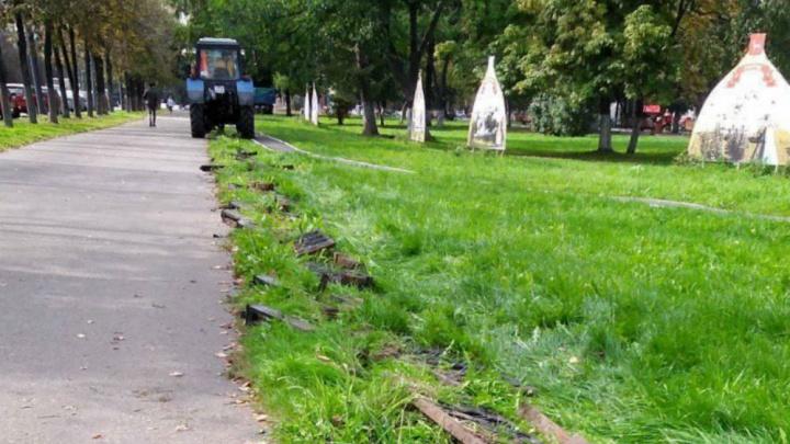 В Горзеленхозе рассказали ярославцам, почему сняли чугунный забор в парке Мира и куда его денут