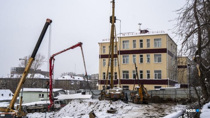Родители обратились в прокуратуру из-за строительства 25-этажки вплотную к школе №76