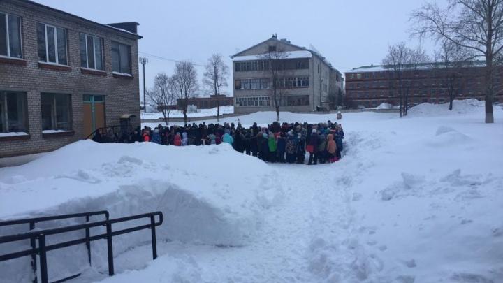 Замкнуло электропроводку: из школы в Нефтекамске эвакуировали 120 человек