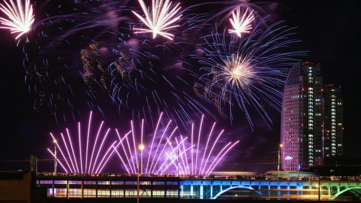 Волгоградцы увидят новогодний салют через час после Нового года