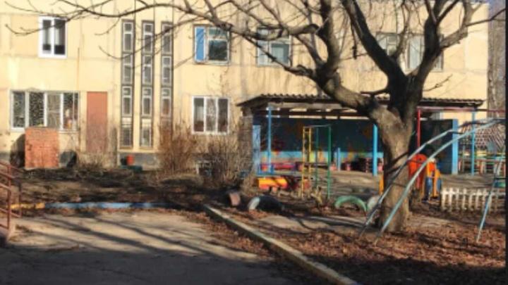 Заведующая расплакалась: в детском саду Тутаева ошпарили ребенка. Еще один разбил голову