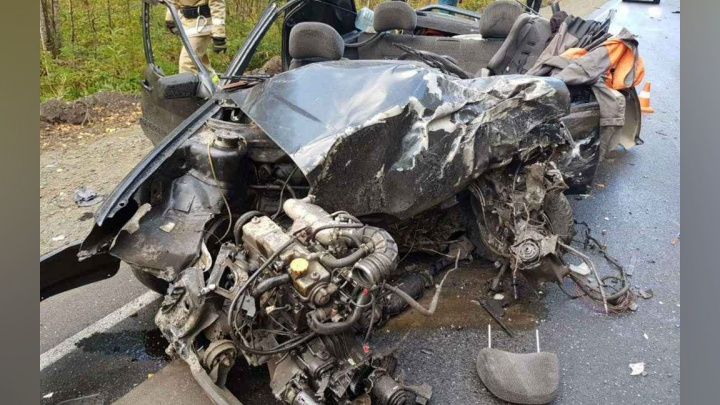 «Вытаскивали из искорёженной машины»: в ДТП на трассе в Челябинской области погибли двое