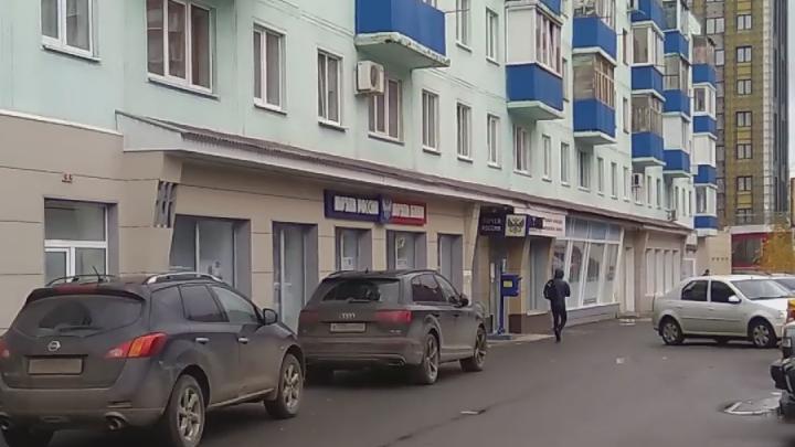 «Российский тормоз перестроечный»: уфимец снял на видео, как среди бела дня на почте — никого