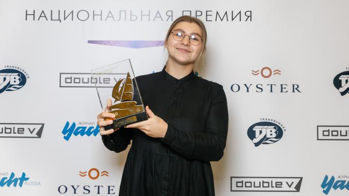 В 18 лет побеждает взрослых мужчин: екатеринбурженка стала лучшей яхтсменкой России