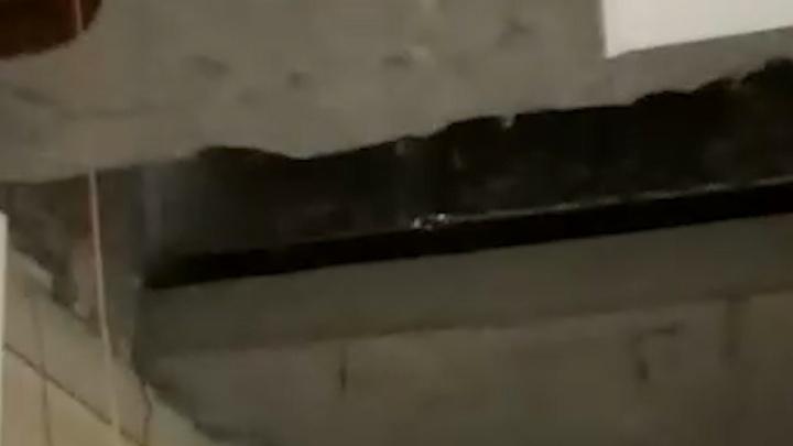 Могло убить мать с ребенком: в доме на Сортировке на 19-м этаже обрушился потолок, публикуем видео
