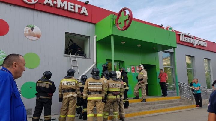 «Всё оцепили»: в челябинском магазине «Пятёрочка» рухнули перекрытия