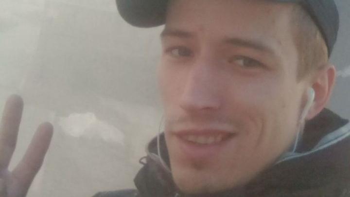 Мужчина с татуировкой в виде кельтского узора уехал в Красноярск на заработки и пропал