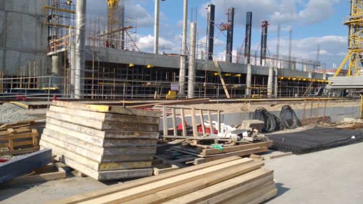 В два раза больше старого: новый дворец спорта на Молодогвардейской готов на 20%