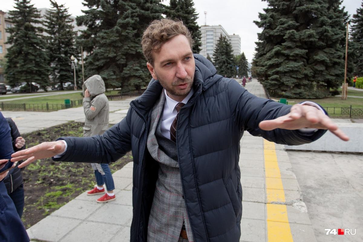 Во время презентации проекта Василий Важенин эмоционально рассказывал обо всех фишках будущего сквера