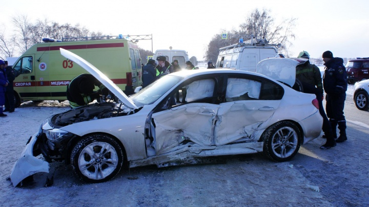 В Уфе сняли на видео спасение женщины из покореженного в ДТП автомобиля