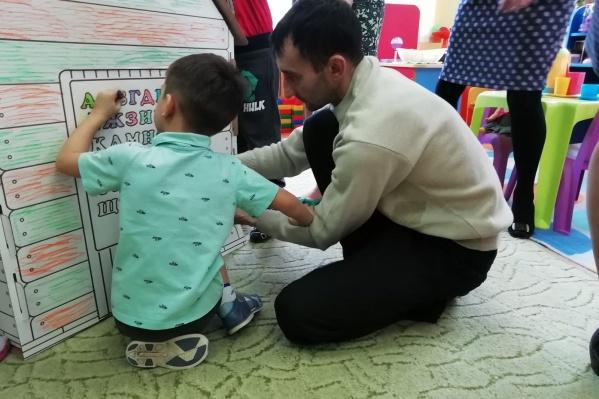 Родители проходят в детсаду обучающие тренинги по работе с детьми