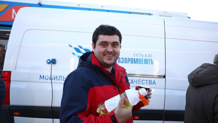 Новосибирские автовладельцы встали в очередь, чтобы провести независимую экспертизу топлива
