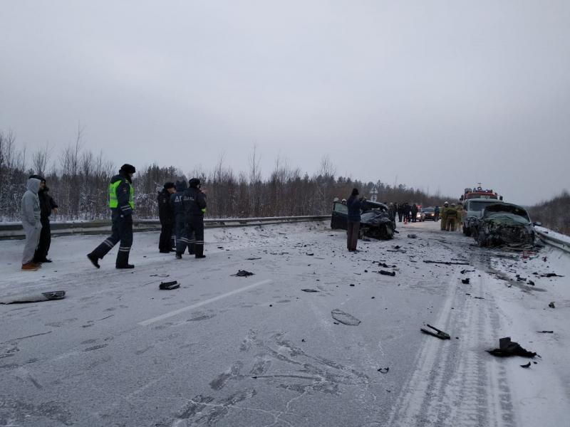 Девочку, пострадавшую в жутком ДТП под Ивделем, на вертолёте увезли в Краснотурьинск
