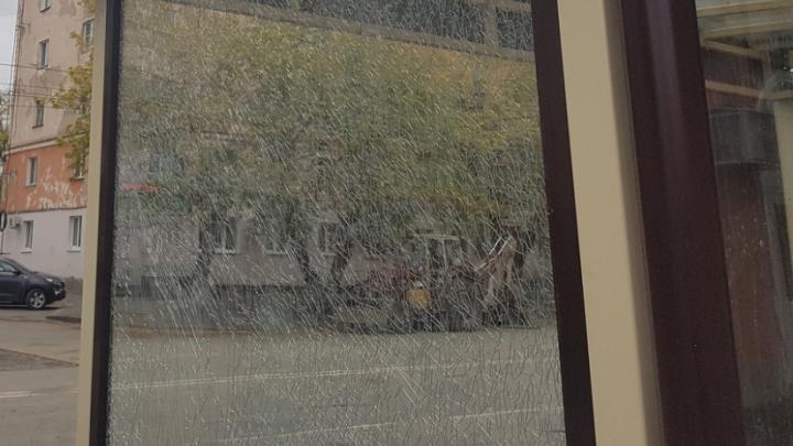 Курганец, разбивший автобусную остановку, собирается ее отремонтировать