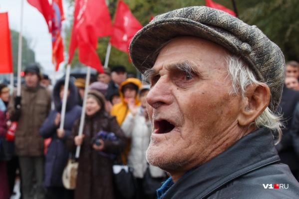 В 2015 году волгоградские чиновники запретили публичные мероприятия на расстоянии ближе 100 метров от себя и силовиков