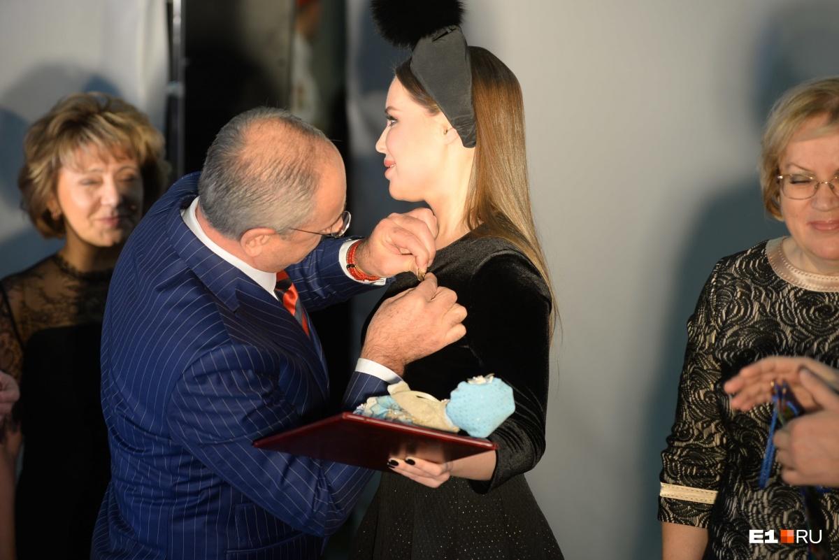 Юлии Михалковой вручили награду за милосердие и благотворительность