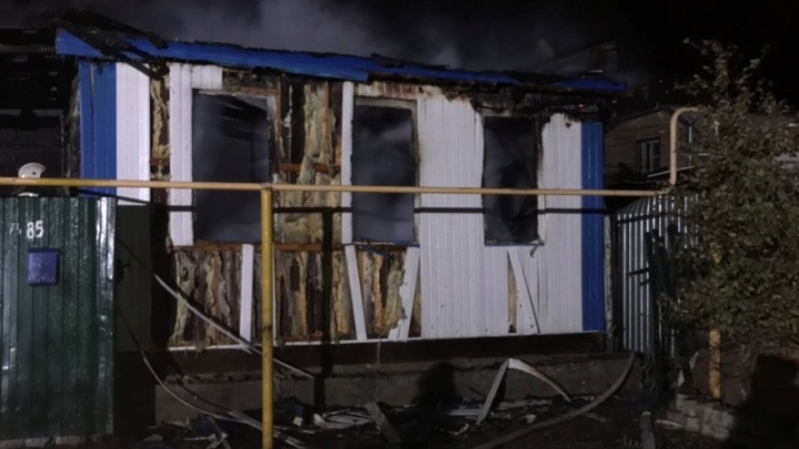Многодетная семья оказалась в огне: в Волгограде на пожаре в частном доме сгорели двое младенцев