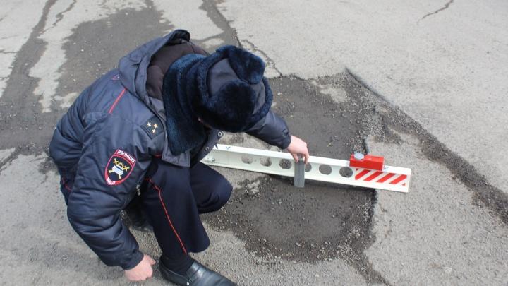 В Красноярске нашли самую разбитую дорогу к дачам и запретили там ездить автобусам