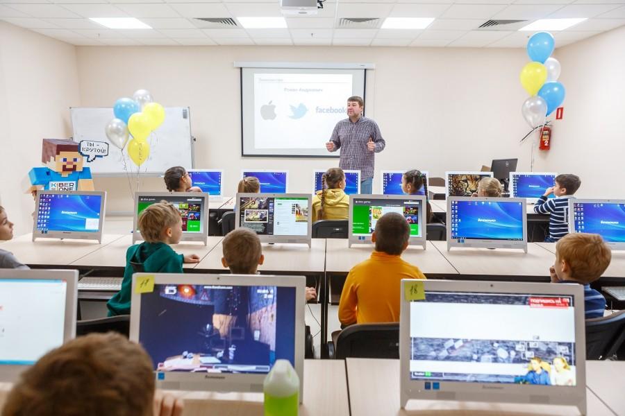 Попасть в команду Марка Цукерберга: уральцы смогут отдать своих детей в продвинутую кибершколу