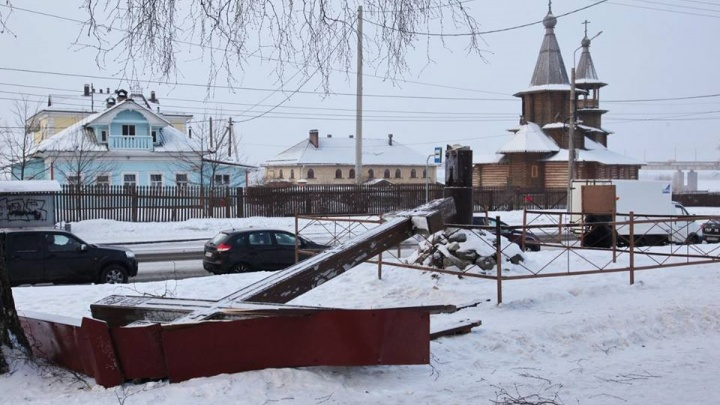 На Варавино-Фактории планируют восстановить поклонный крест, спиленный вандалами год назад
