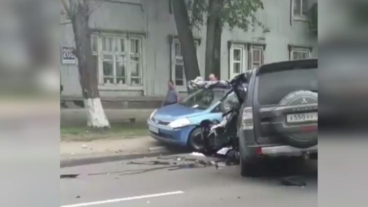 Авария на Свердловской: водитель внедорожника вылез на встречку и погиб в ДТП с грузовиком