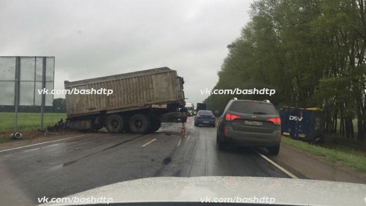 В Башкирии столкнулись два грузовика: есть погибшие