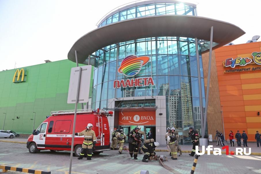 «Порошок, уходи»: посетителей уфимского торгового центра эвакуировали спасатели
