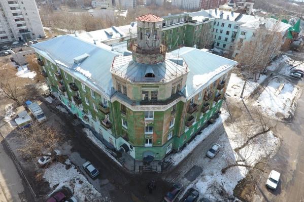 Частичка советского конструктивизма стоит не тронутая ремонтом с 30-х годов 20-го века