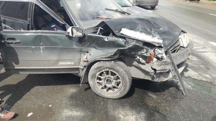 На Бердском шоссе столкнулись 4 машины: есть пострадавшие