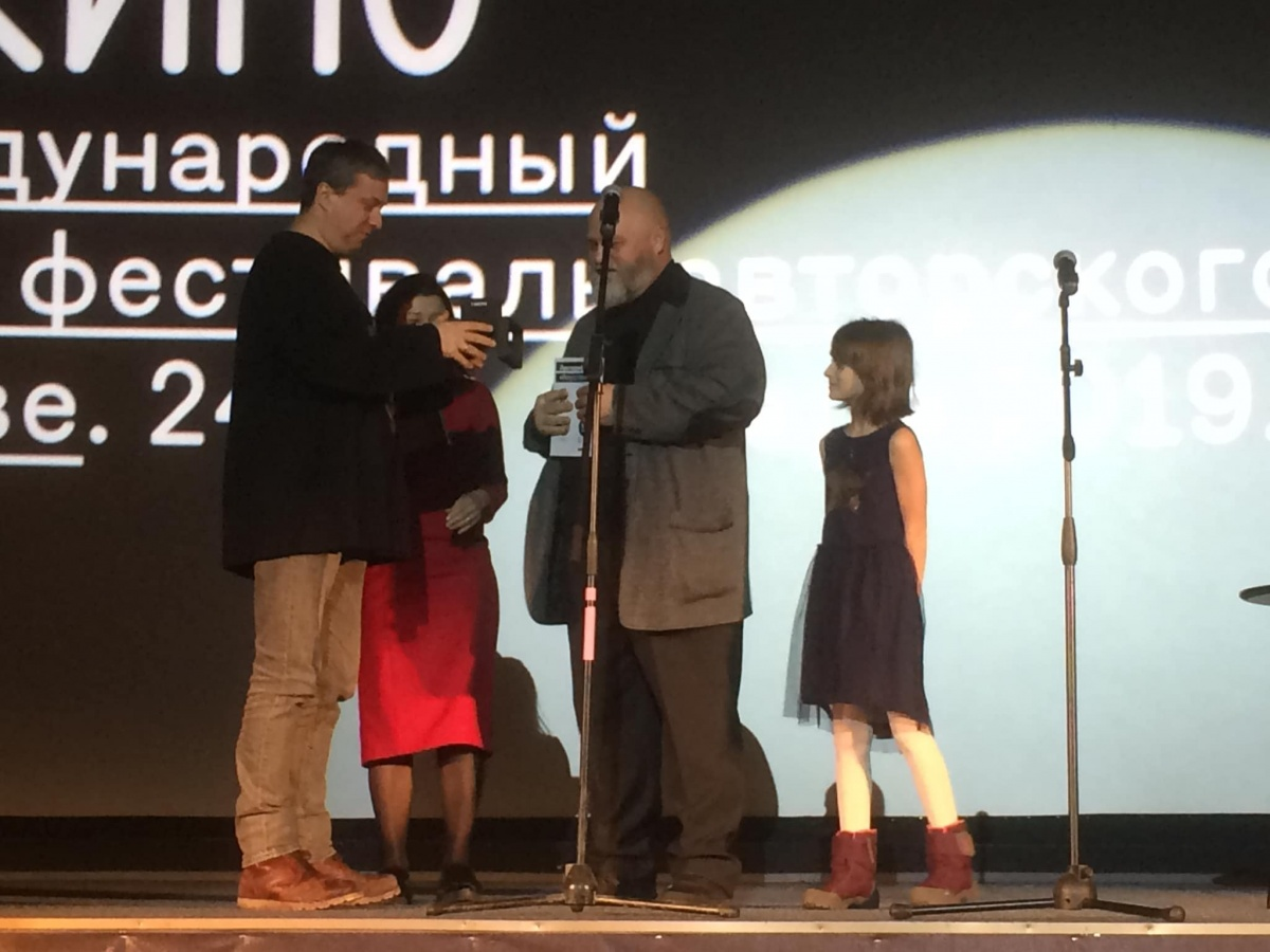 Исполнительница главной роли в этом фильме претендовала на статуэтку за лучшую женскую роль, но приз достался Аглае Тарасовой из фильма «Лёд»
