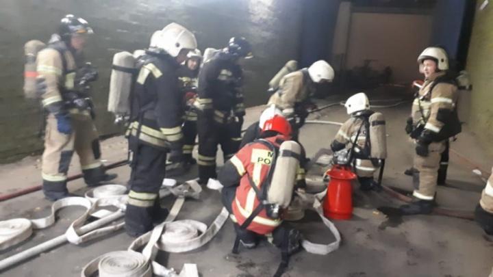 Пожарным удалось потушить огонь в цехе завода «ВИЗ-Сталь»: видео с места ЧП