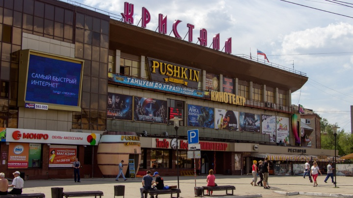 «Я играюсь с тобой»: на курьера «Яндекс.Еда» напал охранник кинотеатра «Кристалл»