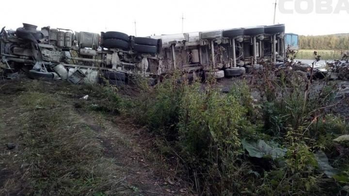 """""""Разбросаны части машин, останки людей"""": на Полевском тракте в ДТП погибли 8 человек"""