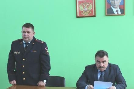 """Владимир Мясников (слева) работает в полиции с <nobr class=""""_"""">2000</nobr> года"""
