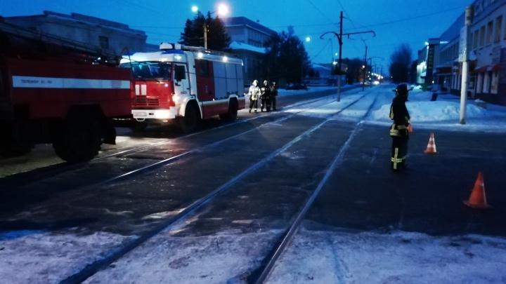 Трамвайный провод устроил фейерверк на перекрёстке 20-й Линии и Лермонтова