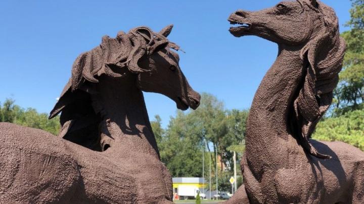 Скульптуры лошадей вернули на прежнее место возле старого ростовского аэропорта
