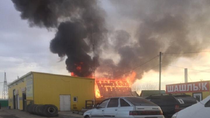 На Велижанском тракте пожар уничтожил частный дом