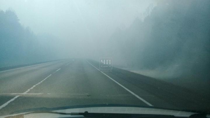 Жуткие пожары вновь полыхают в Канске. На дорогах нулевая видимость