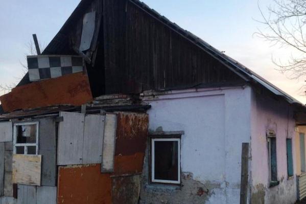 Дом потушили за 45 минут, но семью спасти не удалось