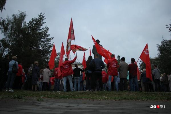 На митинге присутствовало около 100 человек, но организаторы считают, что их было от 200 до 500