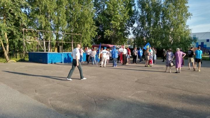 Жители Тутаева вышли на митинг против роста цен на бензин