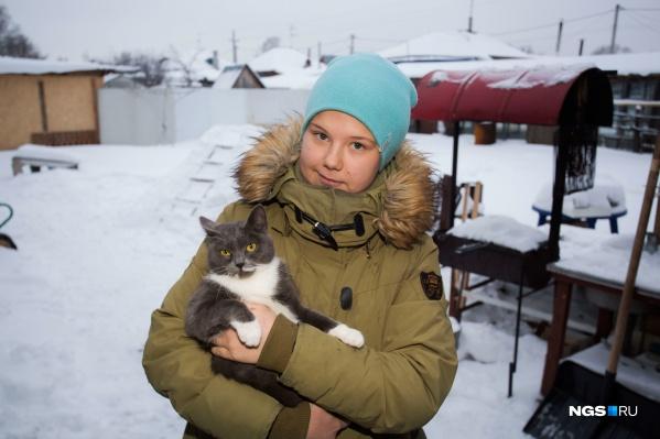 Марине в январе исполнится 16 лет. Её братья и сестра уверены, что она им родная