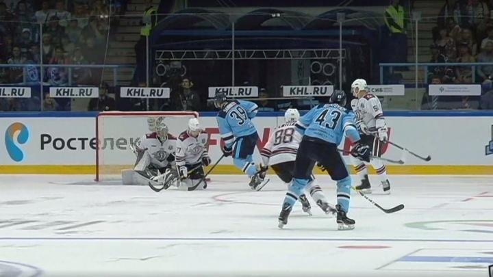 Хоккей: «Сибирь» вырвала победу у рижского «Динамо»