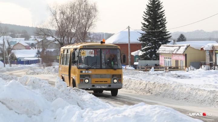 Начальник отдела образования села в Башкирии объяснил, почему в автобус не пустили школьницу
