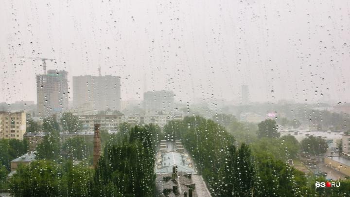 Ураган задержался на сутки: синоптики предупредили о грозе и сильном ветре в воскресенье