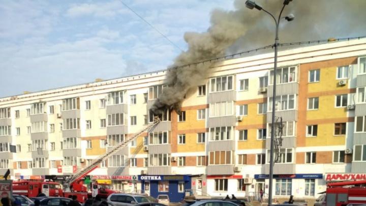 Напротив Центрального рынка в Уфе загорелась квартира