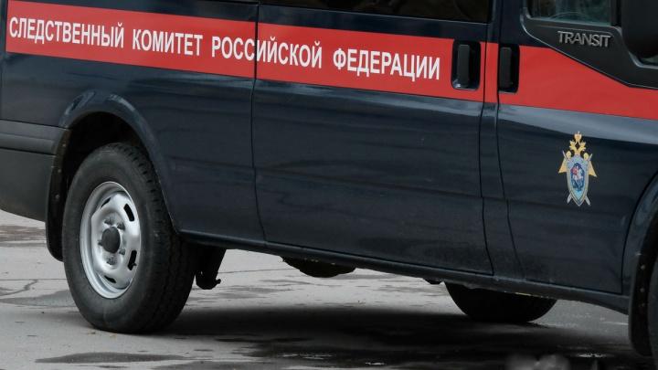 На предприятии в Прикамье погиб рабочий — ему на голову упала доска с крыши