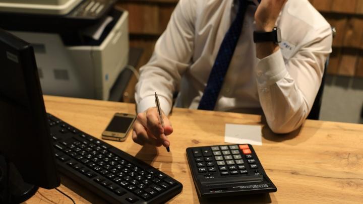 Сотрудник банка в Красноярске наоформлял кредитных карт на неплатежеспособных клиентов